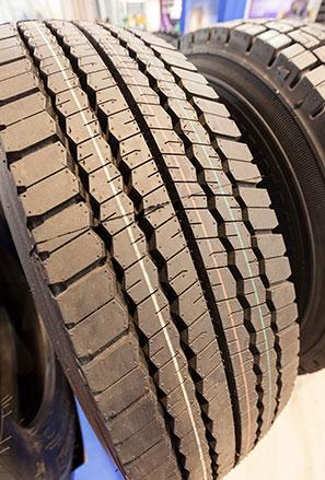 Tyre fitting service block